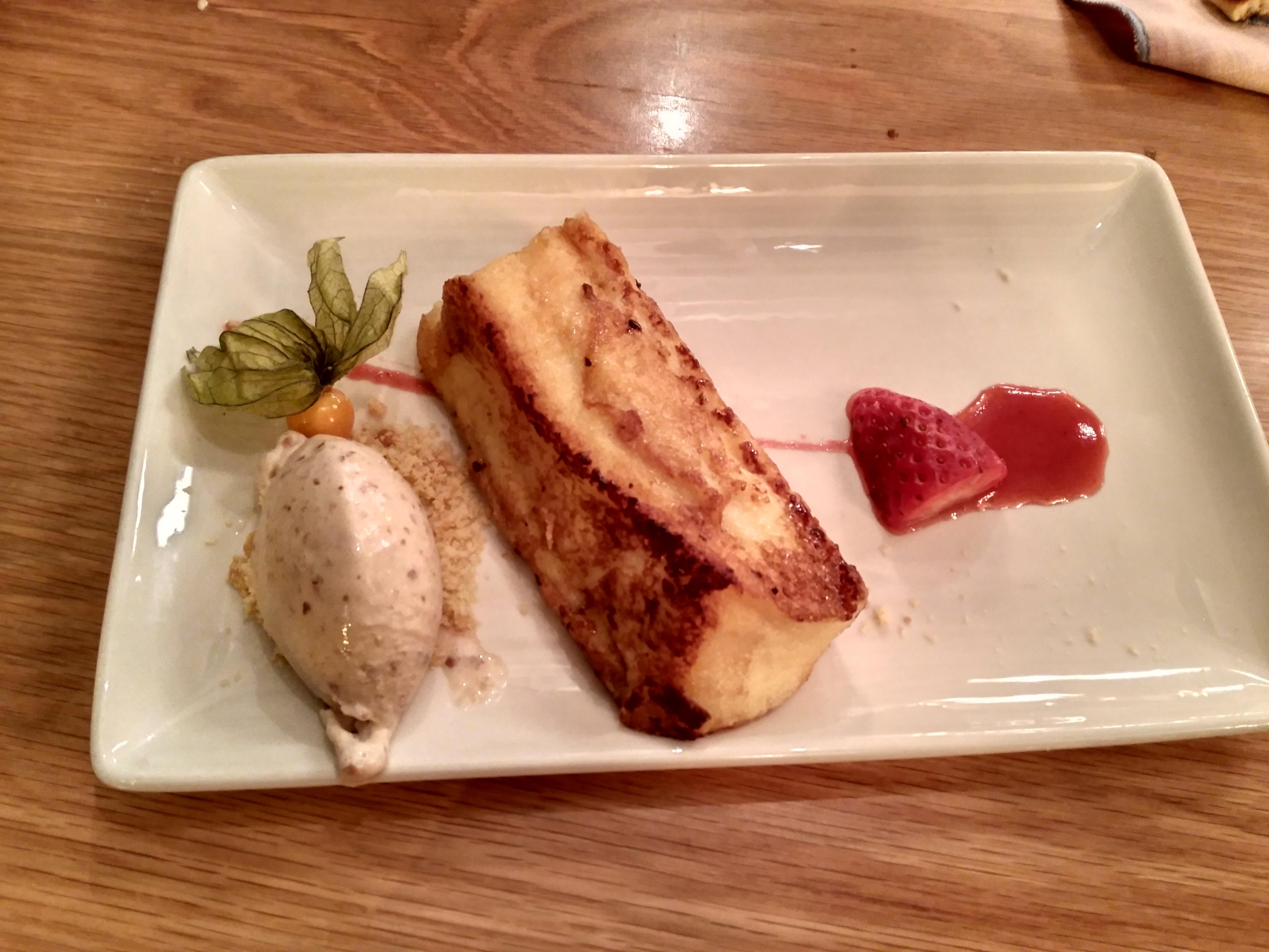 Torrija, caramelizada con helado de almendra