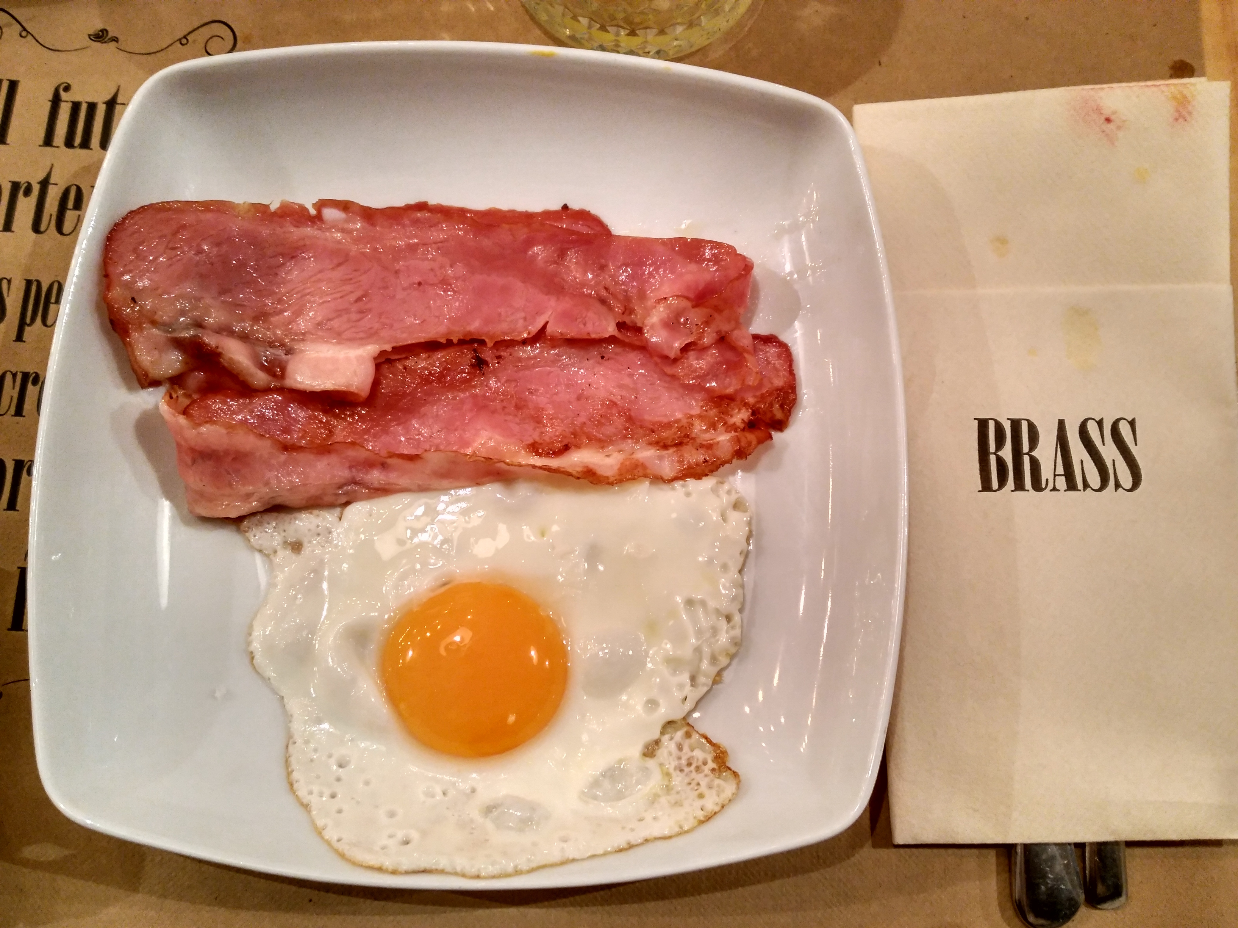 Huevos con bacon Brass 27 Brunch Bilbao