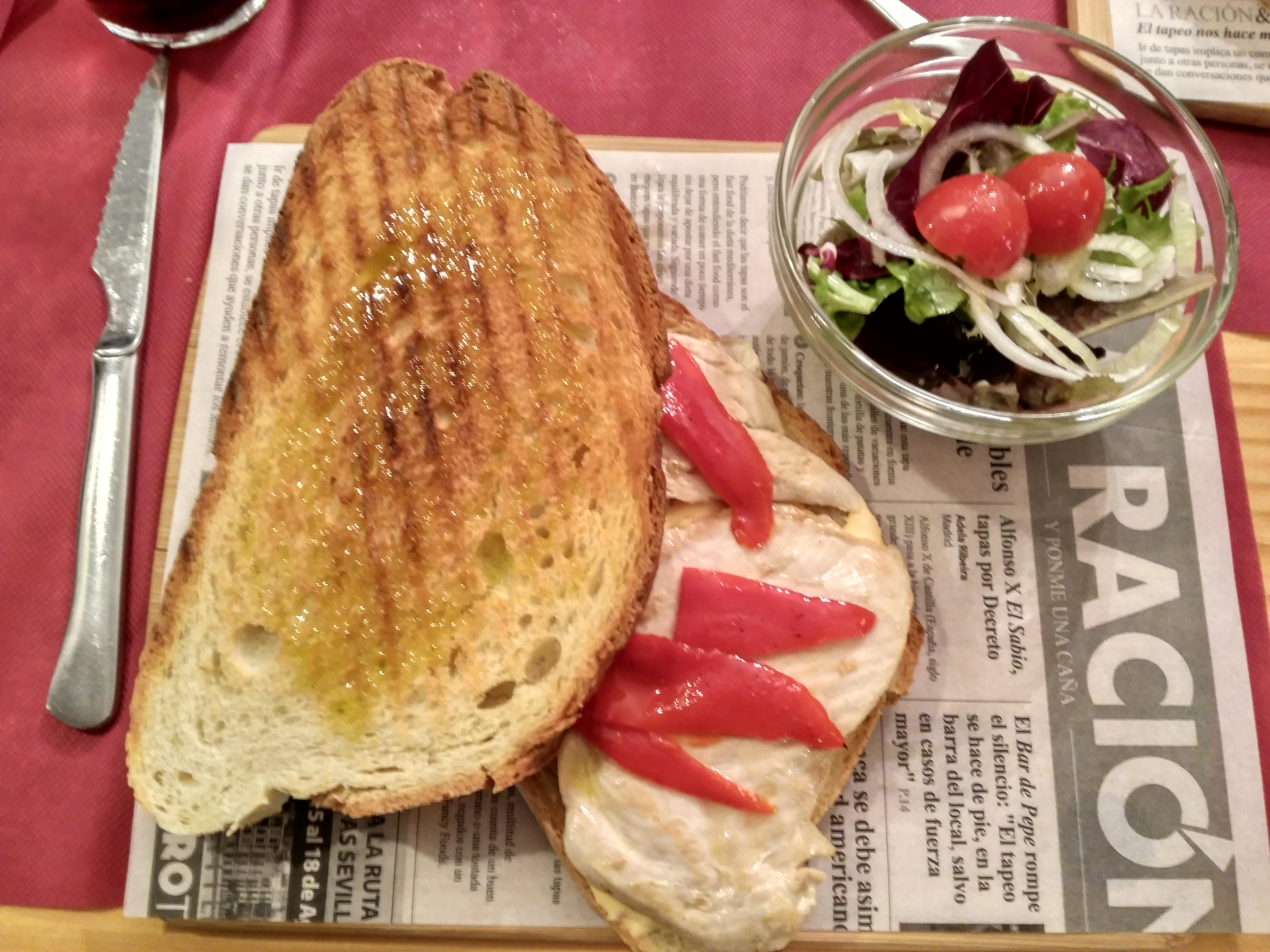 Sandwich a la parrilla de pechuga de pollo Cervecería Casco Viejo Unamuno Bilbao